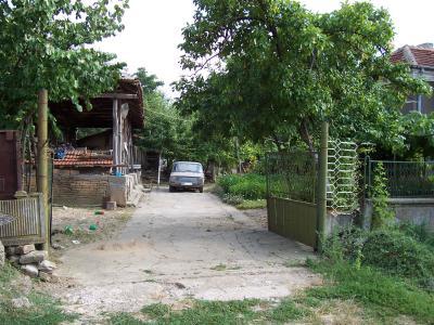двор отпред