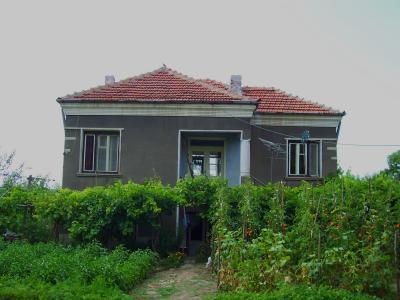 къща отпред